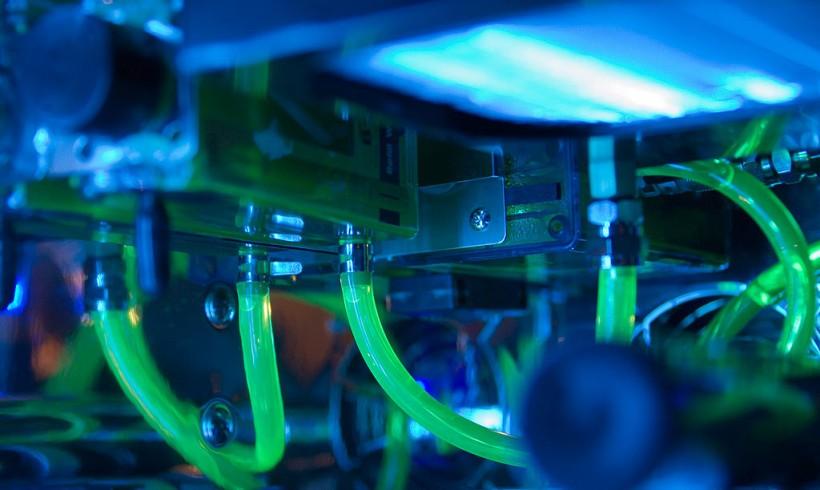 PC-Casemod: Detail » Pumpe & Ausgleichsbehälter