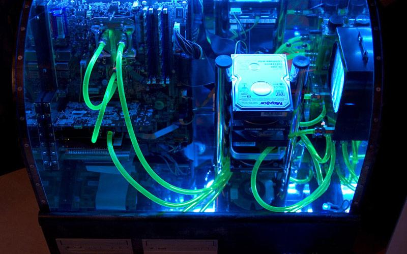 Ein PC aus Holz und Plexiglas?