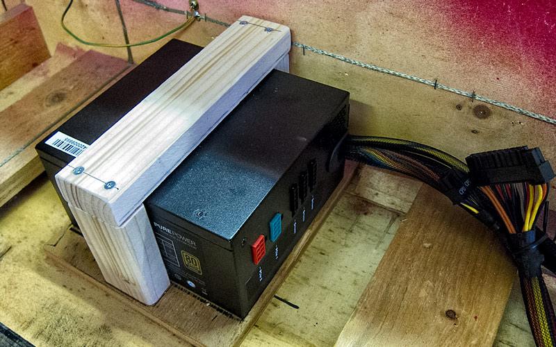 Halterung für Netzteil / plate for power supply