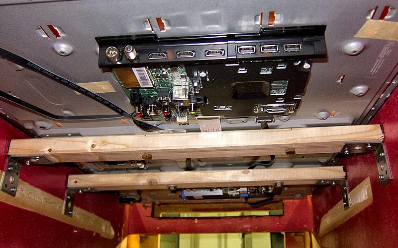 Playfield TV von unten / Playfield TV botton view