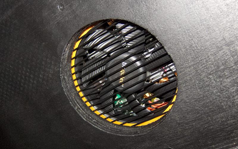 Belüftung des Netzteils (unten) / Cooling of power supply (bottom)