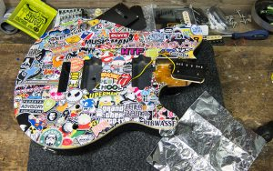 Musicman Axis Stickerbomb Isolierung