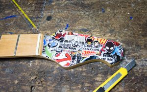 Musicman Axis Stickerbomb Hals Sticker